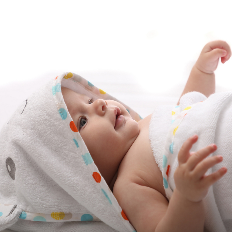 מגבת לתינוק עם קפוצ'ון - דגם כוכבים