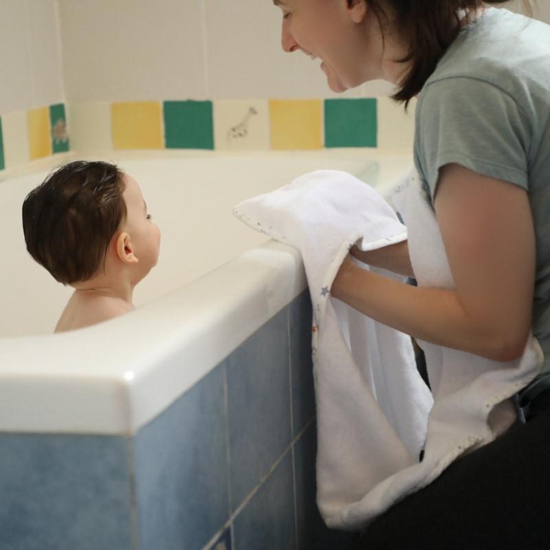 מגבת לתינוק עם קשירה - דגם כוכבים